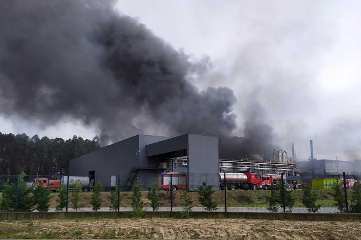 Jornal Campeão: Incêndio em fábrica de resina em Cantanhede já foi dominado