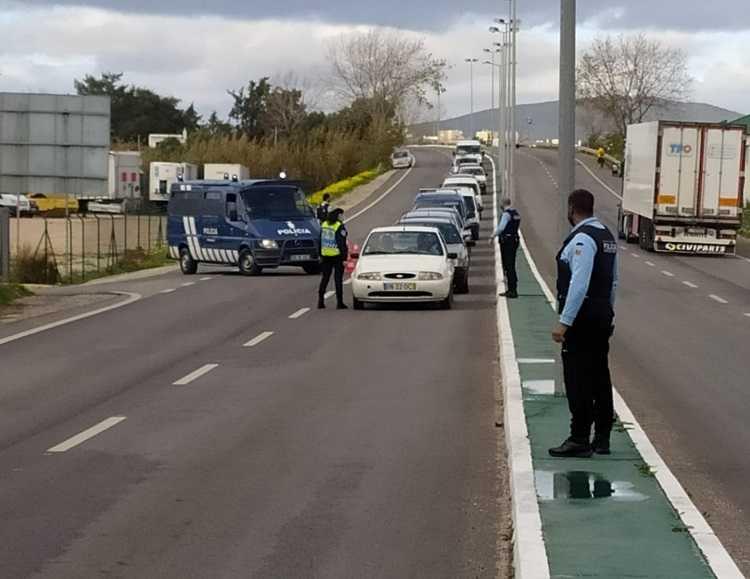 Jornal Campeão: Circulação entre concelhos volta a estar proibida de hoje à noite a segunda-feira