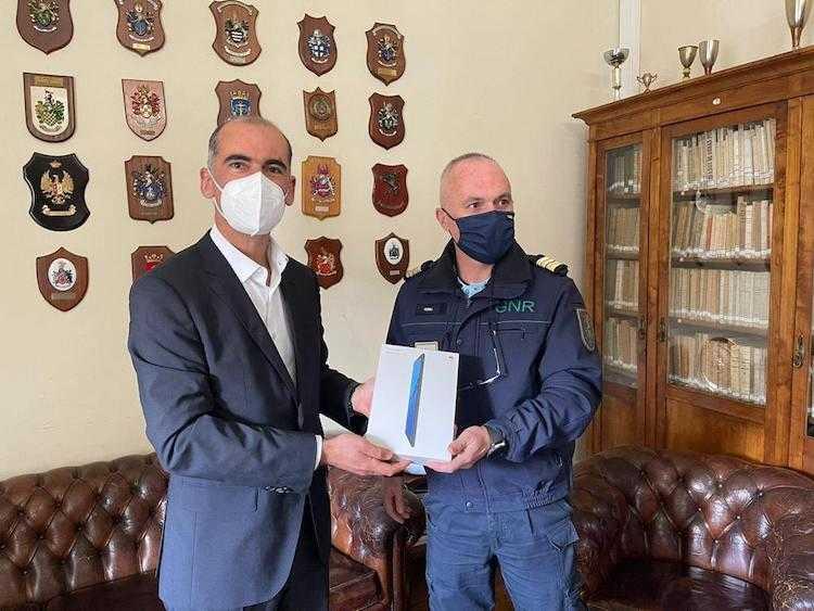 Jornal Campeão: Altice entrega equipamentos à GNR de Coimbra para combater isolamento social