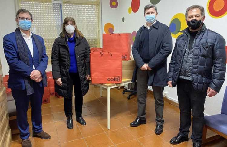Jornal Campeão: Altri distribuiu 50 computadores a alunos das zonas das suas unidades industriais