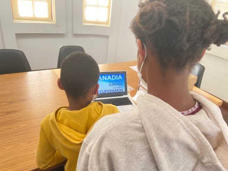 Jornal Campeão: Cãmara Municipal de Anadia fornece equipamento informático a alunos carenciados