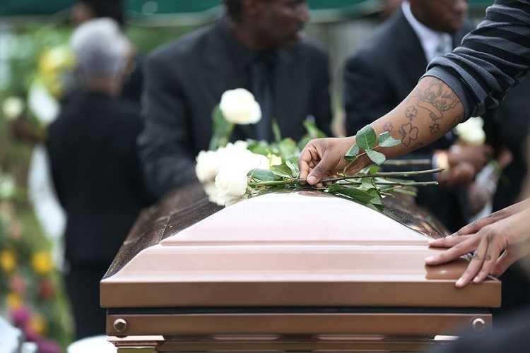 Jornal Campeão: Agentes funerários do Centro contra abertura de caixões em cemitérios