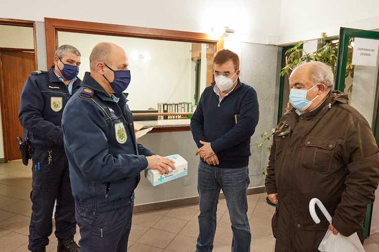 Jornal Campeão: Câmara da Mealhada distribui máscaras cirúrgicas e apoia micro e pequenas empresas