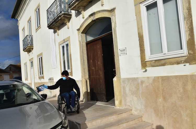 """Jornal Campeão: Biblioteca Afonso Duarte, em Montemor-o-Velho, entrega """"Livros à Porta"""""""