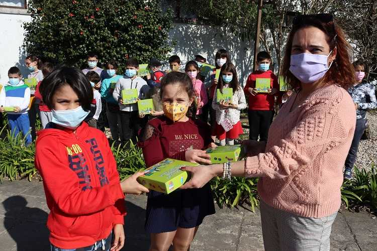 Jornal Campeão: Anadia distribui máscaras e álcool gel a alunos do pré-escolar e 1.º ciclo