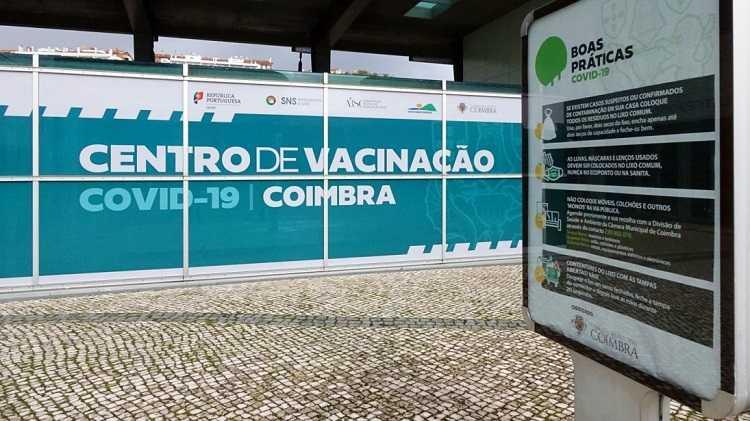 """Jornal Campeão: Coimbra: Vacinação para as escolas começa a """"conta-gotas"""""""