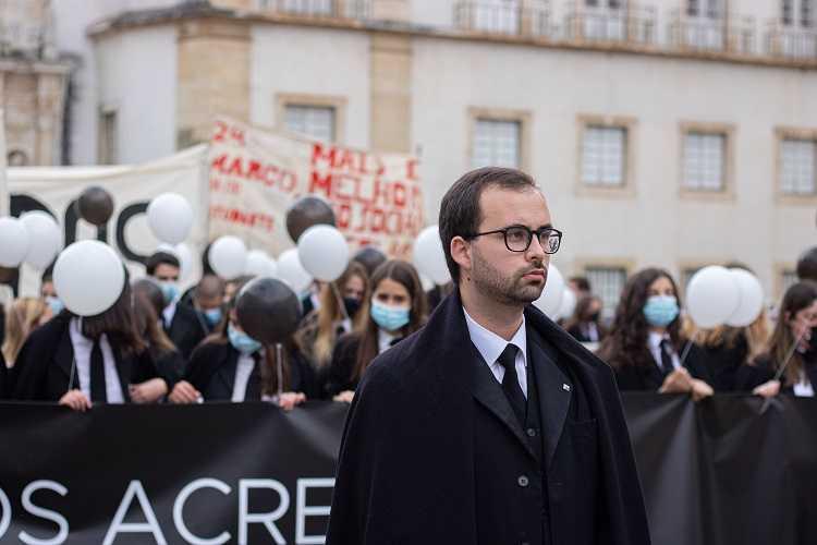 Jornal Campeão: Academia de Coimbra saiu à rua exigindo um ensino para todos
