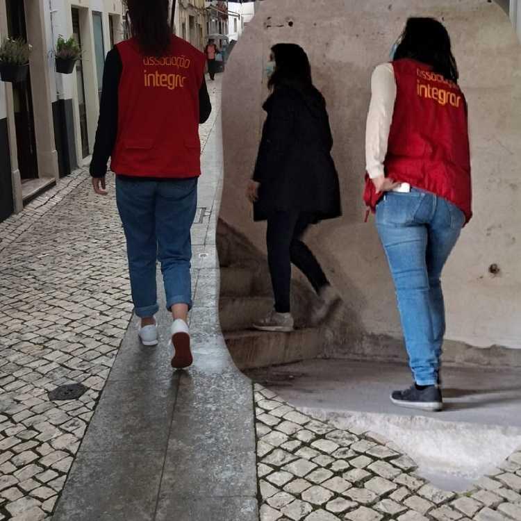 Jornal Campeão: Integrar assina acordo com Segurança Social e lança projecto para ajudar sem-abrigo