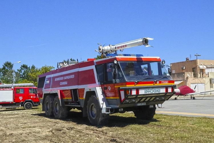 Jornal Campeão: Aeródromo de Coimbra com veículo de combate a incêndios em aeronaves