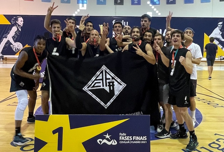 Jornal Campeão: Equipa AAC-UC de basquetebol masculino revalida o título nacional universitário