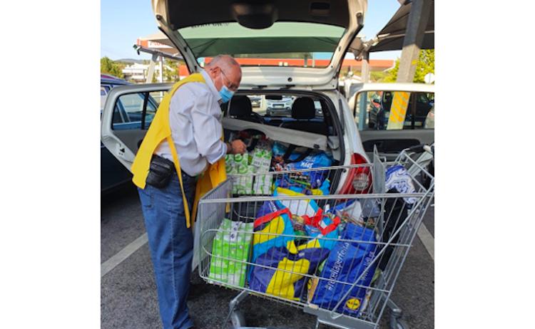 Jornal Campeão: Famílias carenciadas de Coimbra recebem apoio alimentar e artigos de higiene