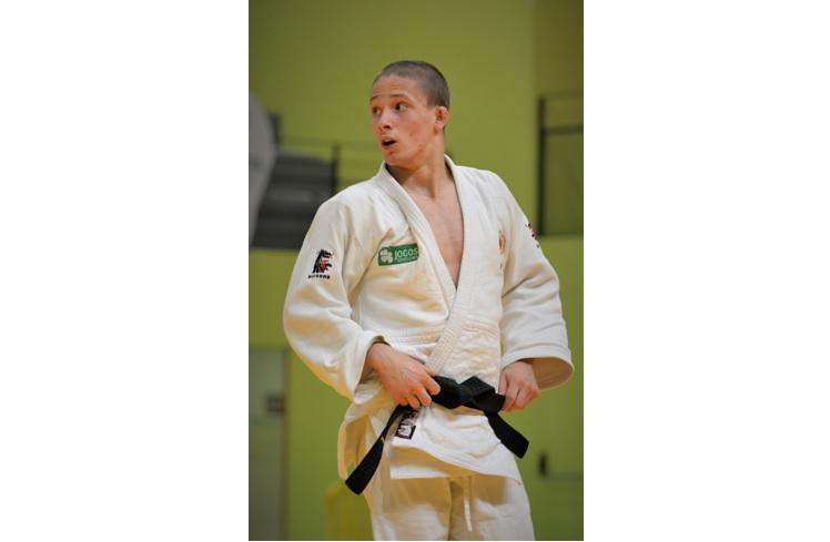 Jornal Campeão: Judoca da ACM de Coimbra Bernardo Tralhão partiu para Campeonato Europeu de Juniores